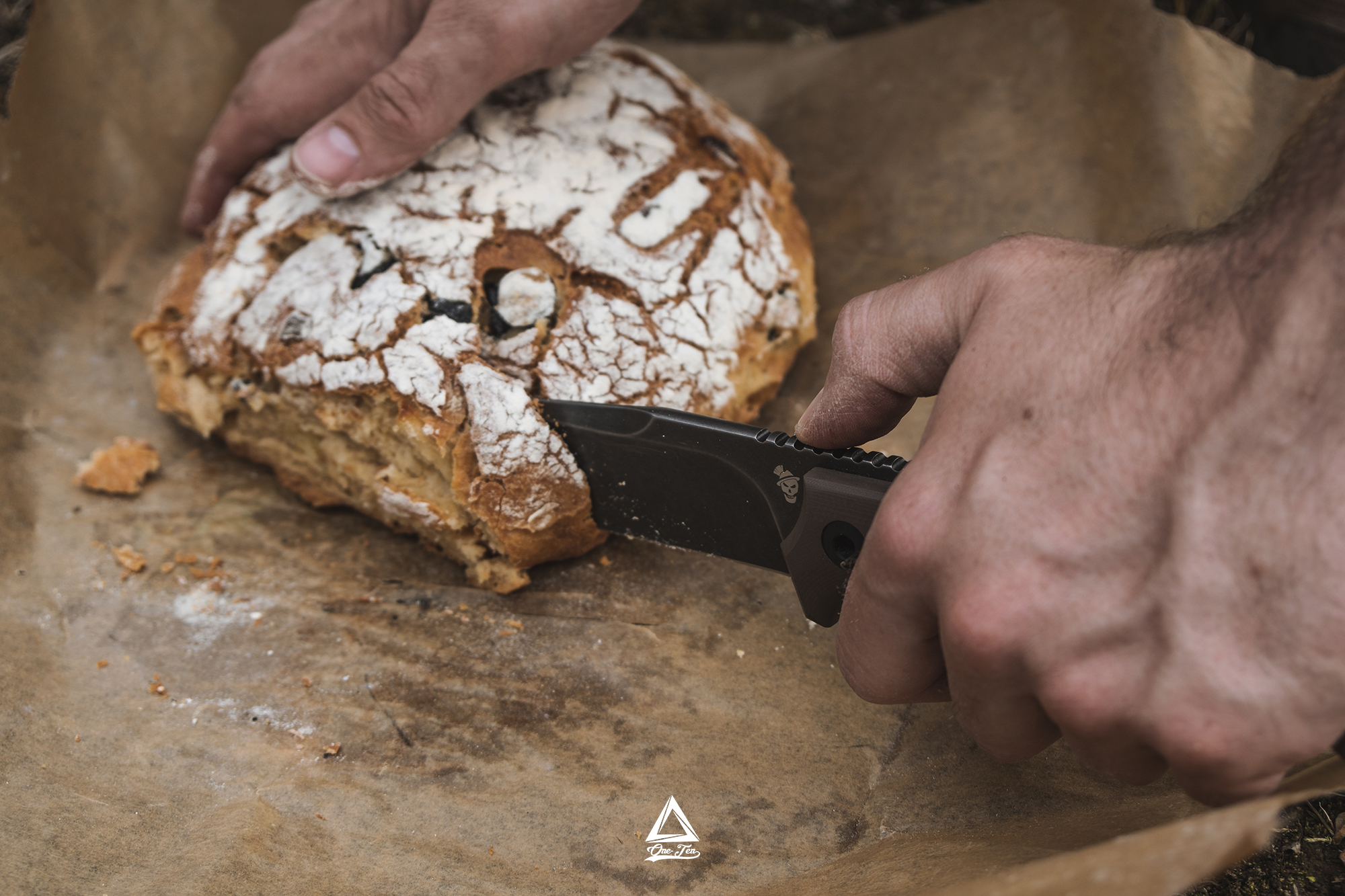 Jager Sepp schneidet Brot